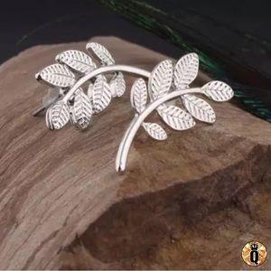 ⚜️[𝟯/$𝟭𝟴]⚜️Silver Leaf Boho Stud Earrings NEW
